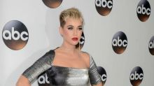 Katy Perry buys fans beer at concert