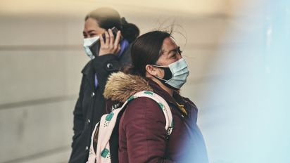 CDC weighs advising everyone to wear a mask