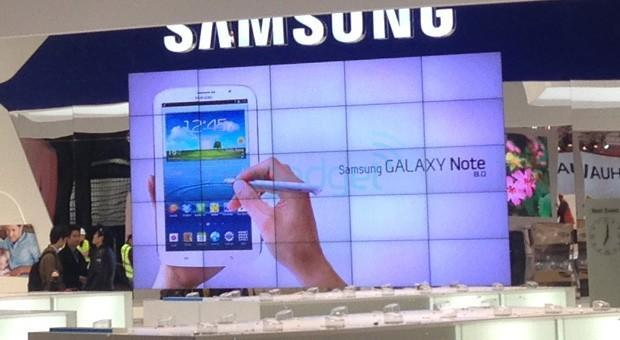Samsung Galaxy Note 8.0 spotted at MWC, almost hides your entire hand (updated with video)