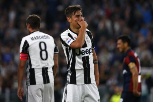 Juventus vence Genoa e abre 11 para a Roma na liderança do Italiano