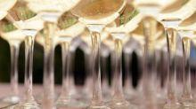 Italian prosecco overtakes champagne in Britain