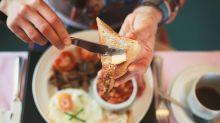 Desayunar no te ayuda a perder peso (y saltártelo no te hace engordar)