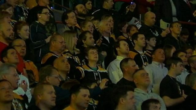 Boston Hockey Fans Sing National Anthem Together