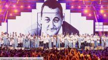 """Les Enfoirés 2020 : une célèbre chanteuse fait """"pleurer"""" toute la troupe"""