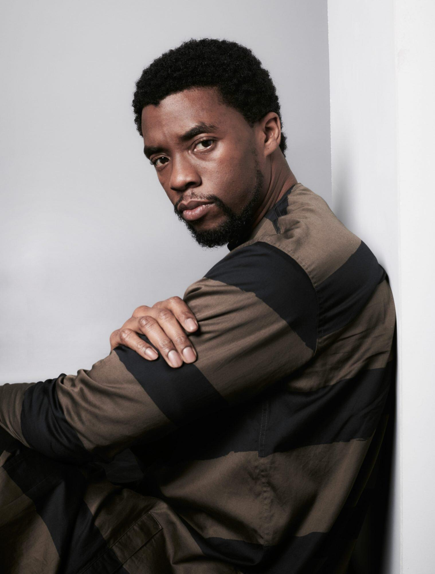 Jamie Foxx, Kamala Harris and More Stars Pay Tribute to Chadwick Boseman: 'What an Immense Talent' thumbnail