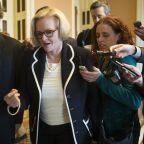 上院議員は「あまりにも多くの恥ずかしがる叔父たち」を抱えている
