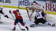 Mike Smith nearly beheaded while allowing bizarre goal (Video)