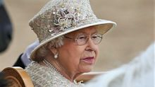 La reine Elizabeth II cloue le bec à l'ancien majordome de Charles