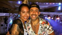 Em inauguração de boate, Kaysar posa com irmã de Neymar