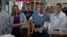 Chris Martin, Billy Crystal make fun of themselves on 'Modern Family'