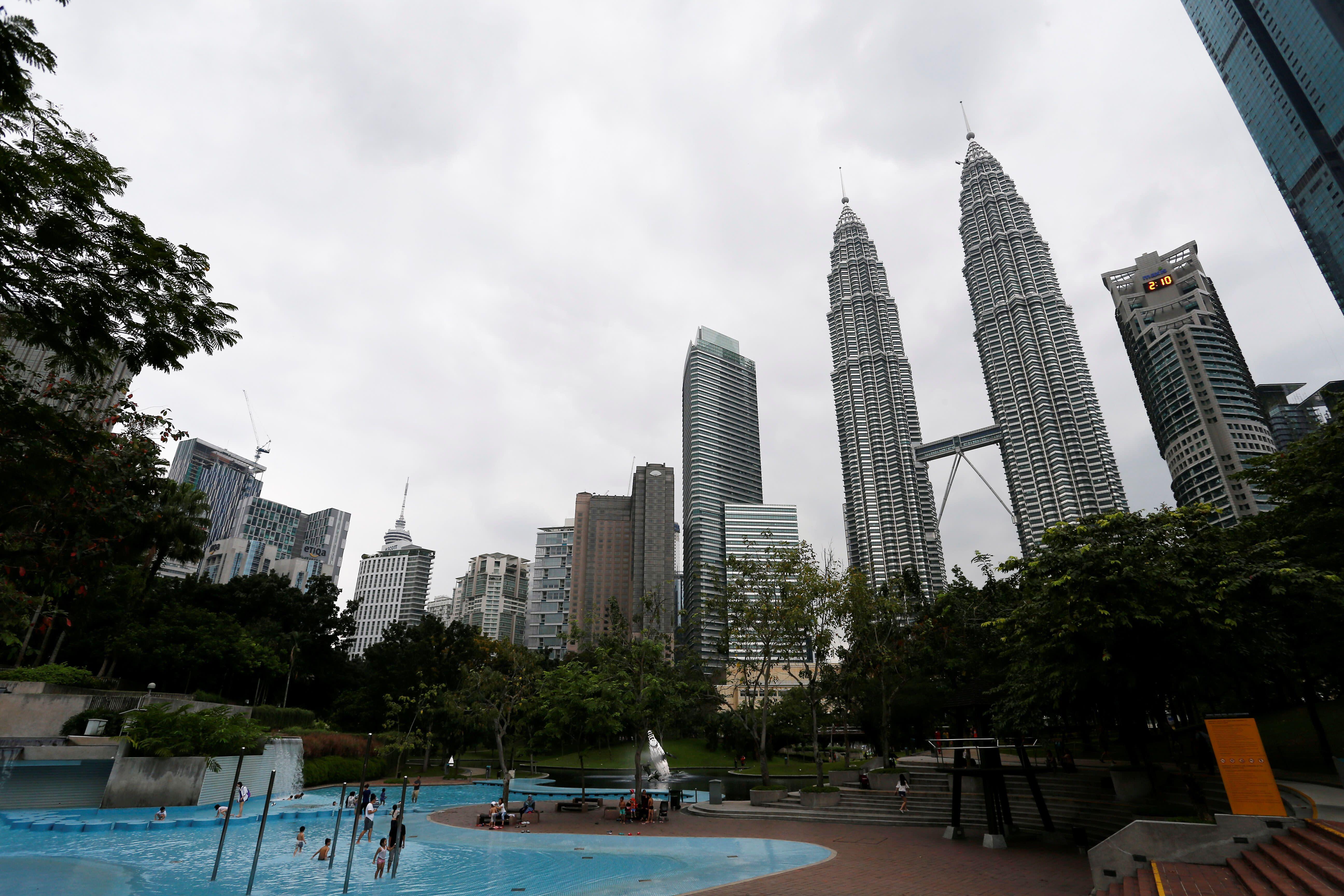 Global funds shun Malaysia as Mahathir reform euphoria fades