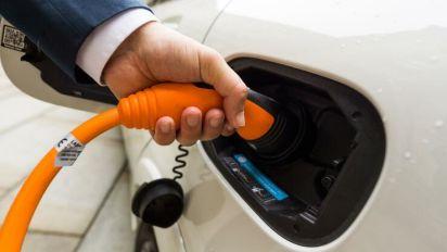 Scheuer will Prämie für Elektroautos verdoppeln