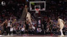 Giannis Antetokounmpo caught the most absurd lob of the season
