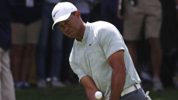 Tiger's meltdown 4-putt ruins strong round