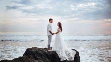 Missglückter Fotoshoot: Welle spült Hochzeitspaar ins Meer