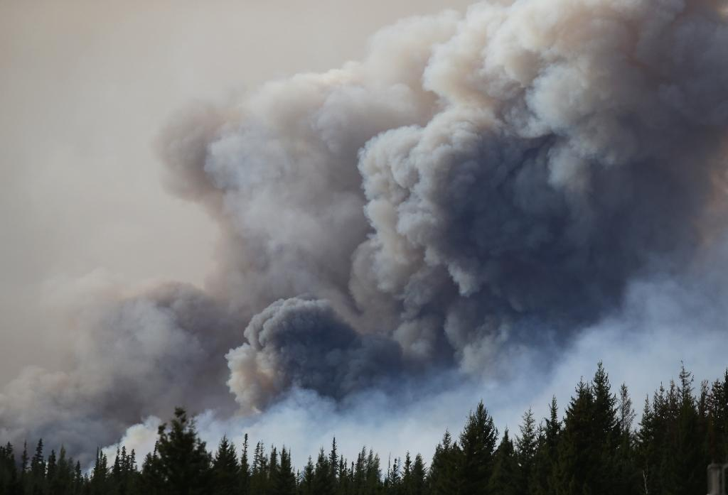 "Massive forest fires in western Canada have ""injected an enormous quantity of dust into the atmosphere,"" which has now been found in Switzerland, according to the nation's meteorological authorities (AFP Photo/Cole Burston)"