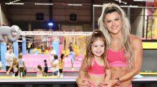 Mirella Santos lança coleção de moda fitness com a filha Valentina