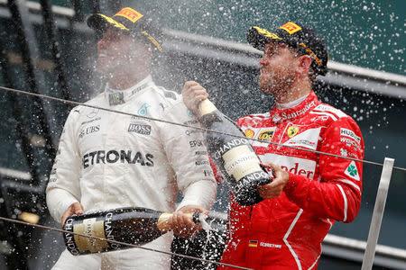 Hamilton gana en Shanghái, Vettel logra segundo puesto