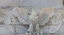 Dañan águila del Hemiciclo a Juárez; hay un detenido