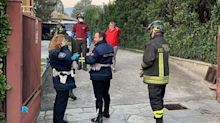 Bimba getta 2.100 euro nel water: banconote recuperate dai pompieri