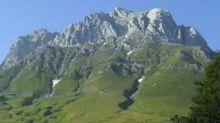Appesi per una notte a parete Gran Sasso: salvati 2 alpinisti
