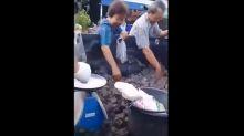 #Verificamos: Vídeo de pessoas comprando sapos em caçamba de caminhonete não foi gravado na China