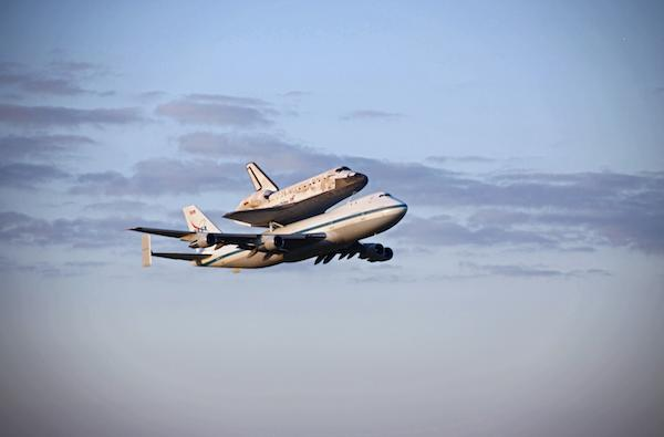 Space Shuttle Discovery salutes Washington on historic final flight