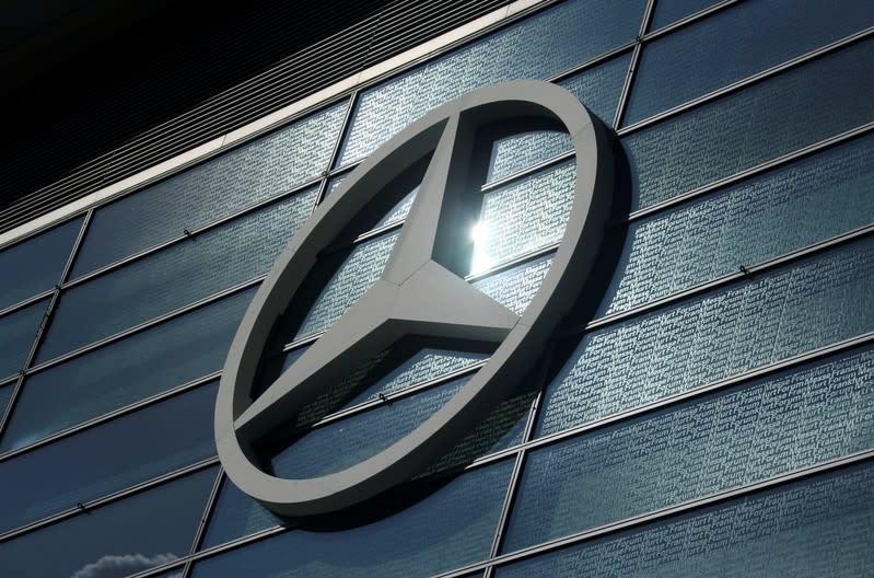 Daimler seeks 1 billion euros in savings at Mercedes-Benz by cutting jobs