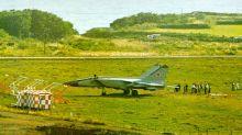 El piloto soviético que desertó llevándole al enemigo occidental el avión más secreto y preciado de la URSS