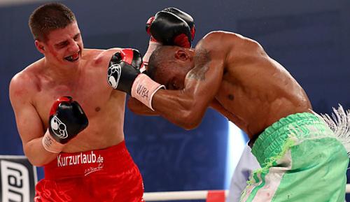 Boxen: Blutiger Abbruch: Zeuge bleibt Champion