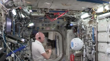 Discusión entre robot y astronauta pone en tela de juicio la inteligencia artificial