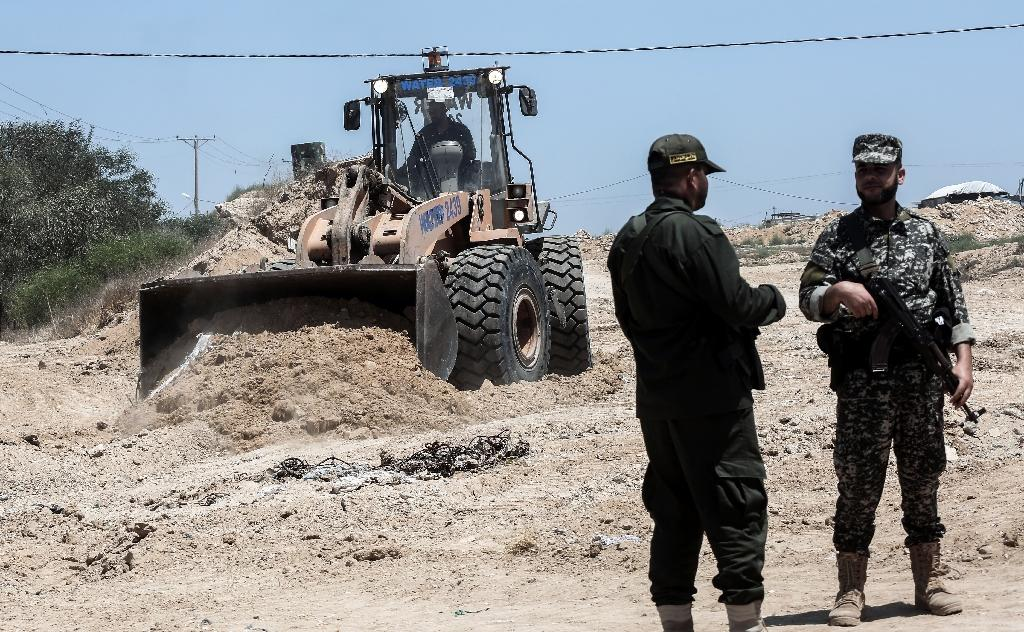 Palestinian security forces loyal to Hamas stand by as bulldozers clear an area for a large buffer zone on the border with Egypt in the southern Gaza strip town of Rafah, on June 28, 2017 (AFP Photo/SAID KHATIB)