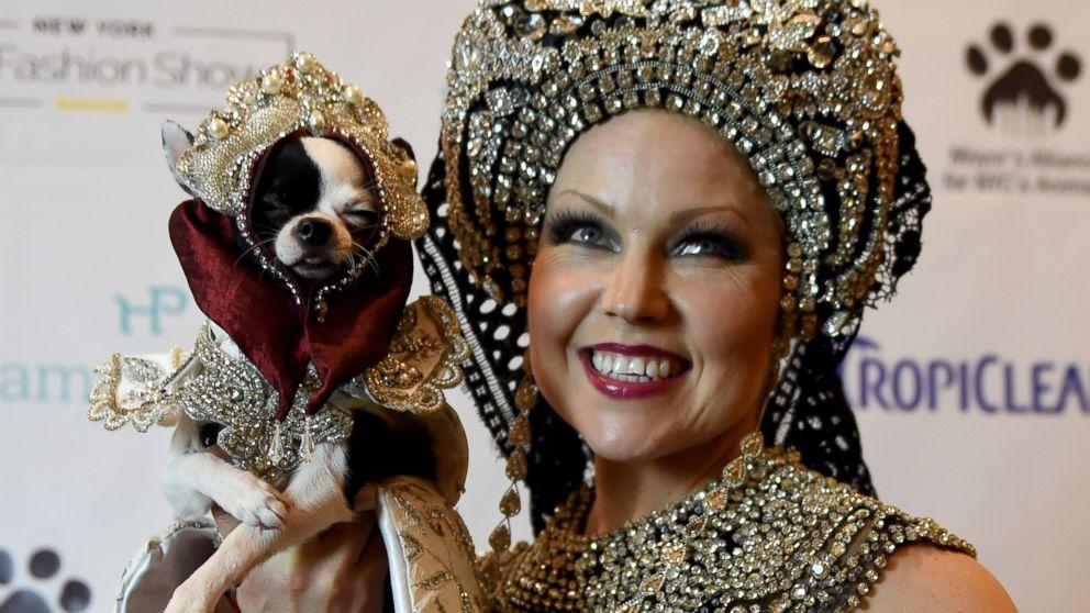 New York Pet Fashion Week 2017 Dogs Cats Dress Up In
