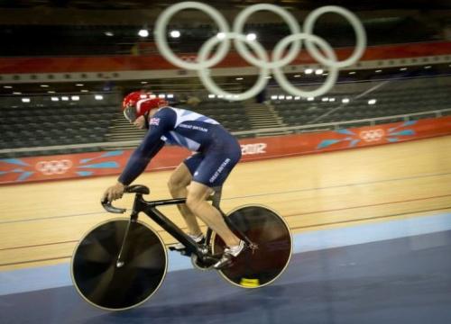 El ciclista británico Chris Hoy entrena en el velódromo del Parque Olímpico