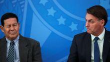 Questionado se está preparado para assumir Presidência, Mourão brinca e evita resposta direta