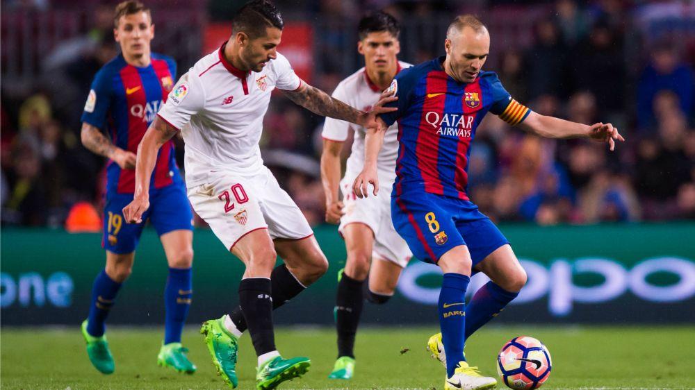 Luis Enrique hails football artist Iniesta after Barcelona captain reaches 700 games