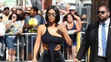Kim Kardashian: Look de crop top asimétrico para ver a Jimmy Kimmel