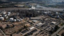 Weak first quarter seen for U.S. refiners, but brighter summer expected