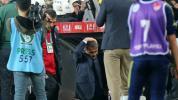Istanbul-Derby abgebrochen: Besiktas-Trainer Günes mit Sitzschale am Kopf verletzt