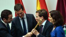 PP y Cs se alían con la ultraderecha, el PSOE no rentabiliza la victoria del 26-M y Colau resiste entre abucheos