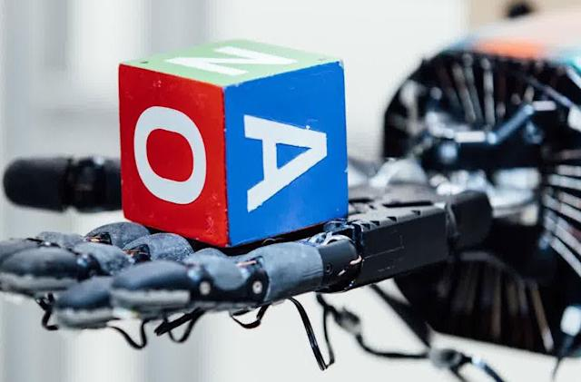 OpenAI's Dactyl system improves the dexterity of robot hands