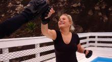 Aos 66 anos, Vera Fischer faz aulas de karatê e boxe