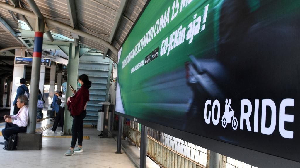 Motorbike on-demand service Go-Jek secured $1.2 billion from Chinese tech giants JD.com and Tencent Holdings in May, according to data from Crunchbase. (AFP Photo/GOH Chai Hin)