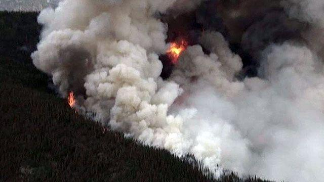 Raging wildfire threatens homes in Colorado