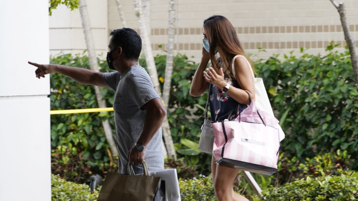 Shoppers scatter as shots ring out at mall: 3 injured