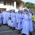 Cousins, choirs and customs: Key moments in Pope's Thailand trip