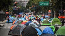 FOTOS |  Un campamento anti-AMLO se instala en la Avenida Juárez de CDMX