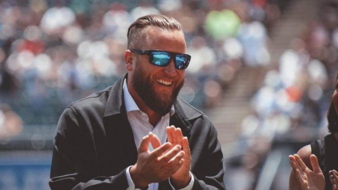 Mark Buehrle gets the best gifts as White Sox retire No. 56
