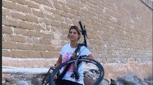 Paura per Elisabetta Canalis: bici lanciata sugli scogli