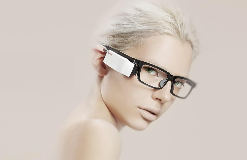 東芝、視界を遮らないメガネ型ウェアラブル Wearvue TG-1 発表。市販モバイルバッテリーで長時間駆動対応 - Engadget 日本版